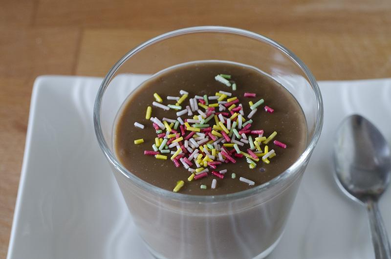 Natillas de chocolate veganas. Recetas fáciles. Sin huevo. Dulces veganos.