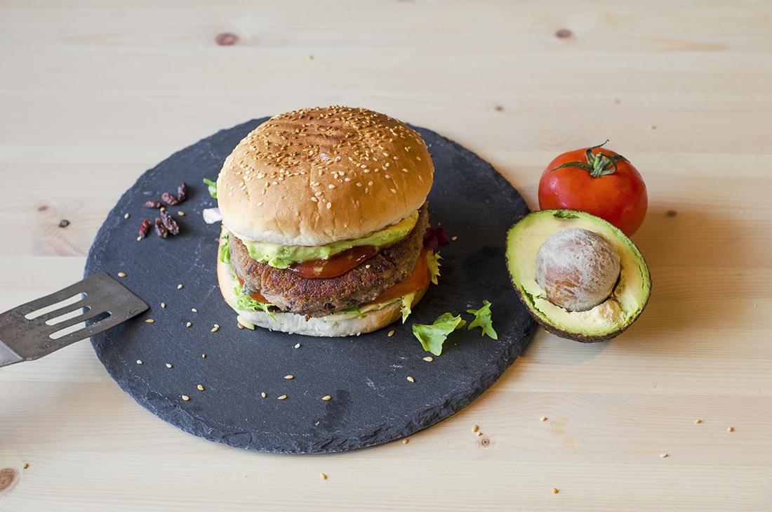 Hamburguesa vegana de alubias y quinoa