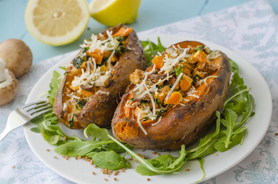Boniatos rellenos de verduras. Ideas de recetas veganas, vegetarianas para Navidad.