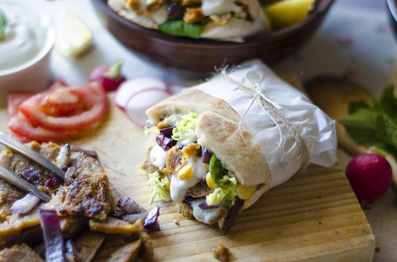 Durum, Kebab, Shawarma vegano con salsa de yogurt sin lácteos.