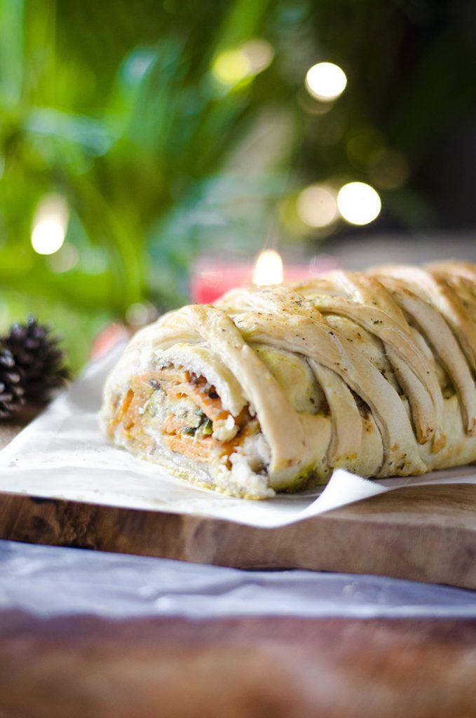 Nueva receta vegana para esta Navidad. Un rollo relleno de verduras: Boniato, champiñones, espinacas, cebolla.
