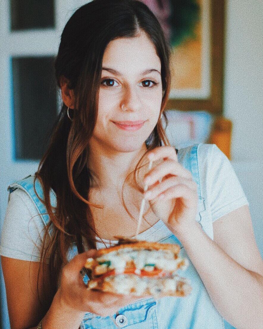 Sándwich vegano doble: de champiñones y espinacas.