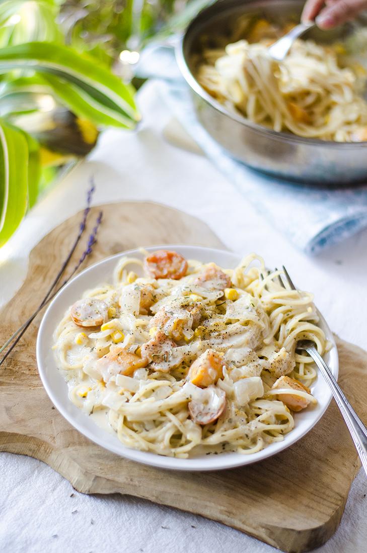 Pasta cremosa a la pimienta, sin leche. Con cebolla, calabaza y puerro. Muy fácil. 100% vegano. Vegetariano.