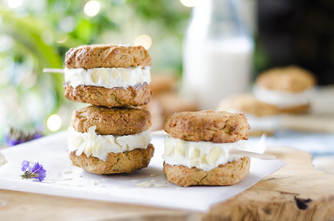 Helados de galleta caseros veganos, sin huevo, sin lácteos, sin azúcar.