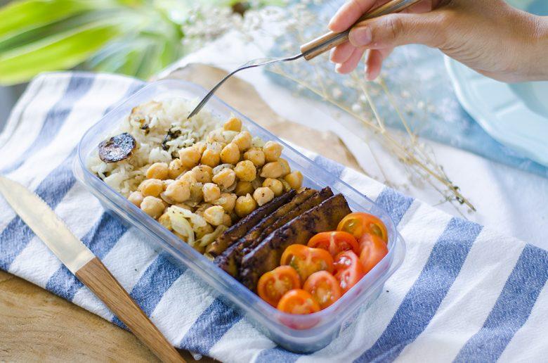 Tupper vegetariano / vegano para llevar al trabajo. Fácil, saludable y nutritivo.