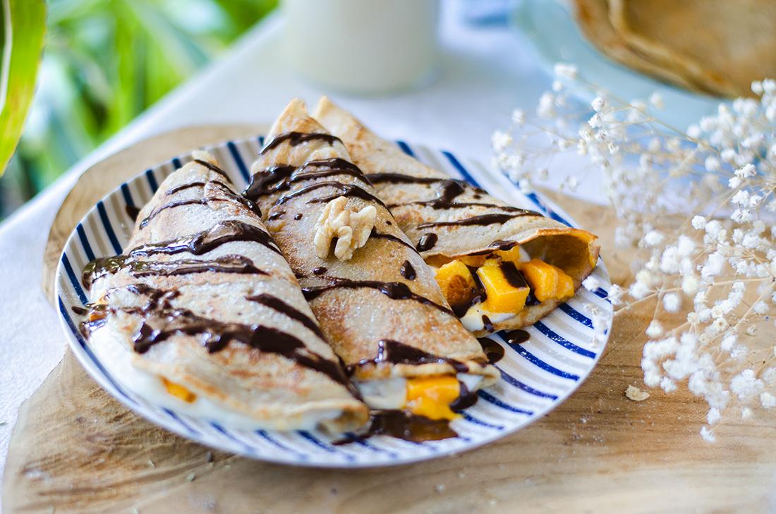 Receta: Crêppes veganos de yogurt y mango y chocolate negro.