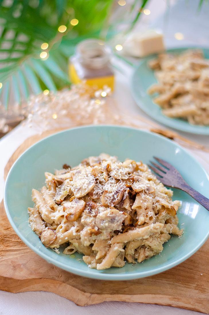 Receta vegetariana fácil: pasta con salsa de coliflor y puerros.