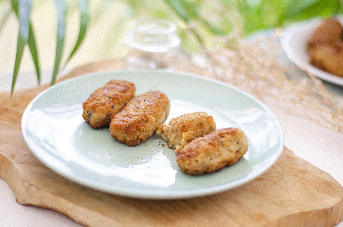 Croquetas veganas de seitán con cebolla y champiñones. Recetas vegetarianas fáciles.
