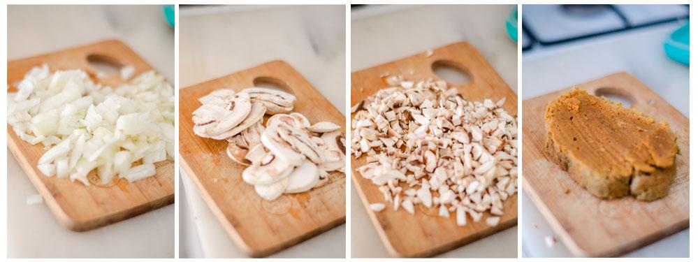 Picamos la cebolla, champiñones y seitán para el relleno de nuestras croquetas veganas.
