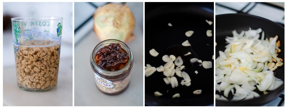 Hidratamos la soja texturizada. Salteamos el ajo con el aceite de los tomates.