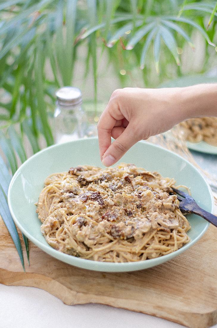 Espaguetis integrales con boloñesa de leche de coco. Recetas vegetarianas fáciles.
