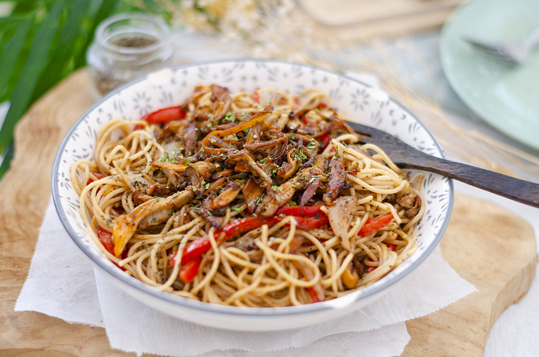 espaguetis-cacahuete-recetas-vegetarianas-setas-ostra. Veganismo. Vegetarianismo.
