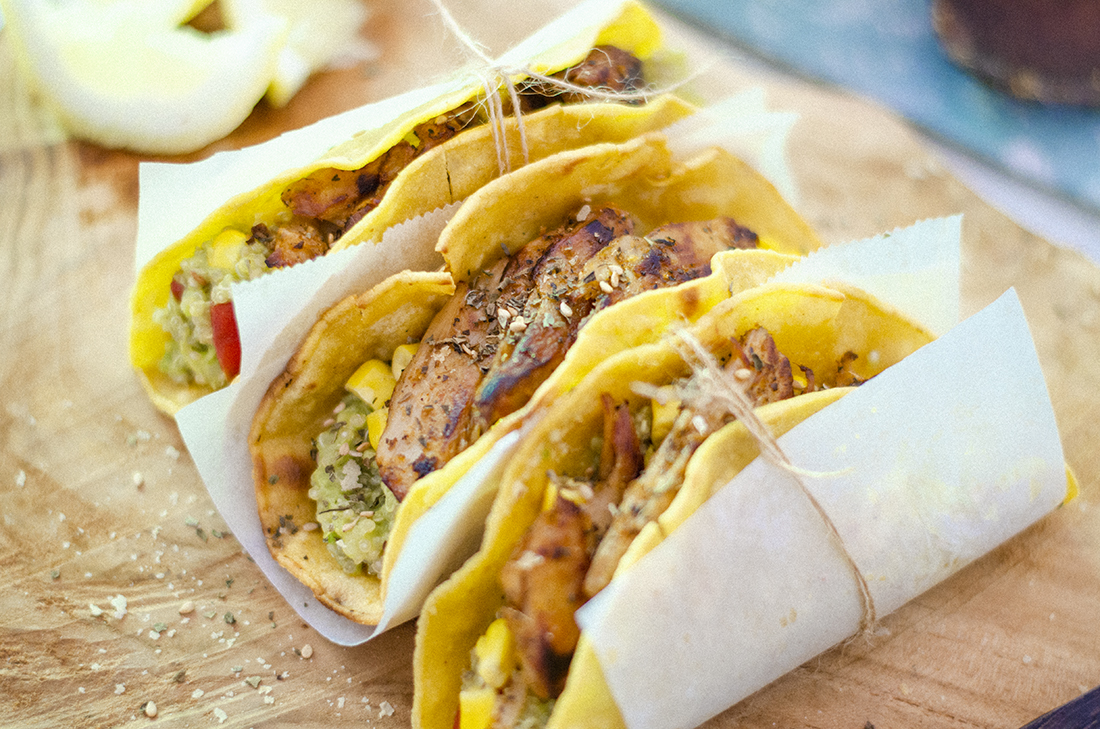 receta-vegetariana-tacos_veganos_quinoa_guacamole_maiz_heura