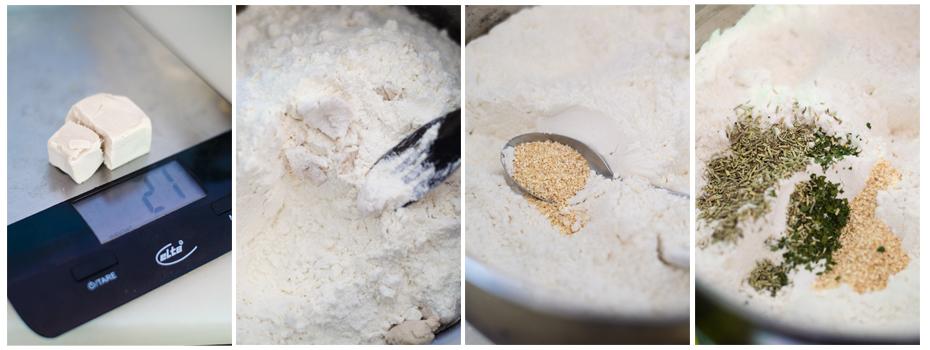Mezclamos la harina con la levadura y las especias que darán sabor al pan de olivas negras