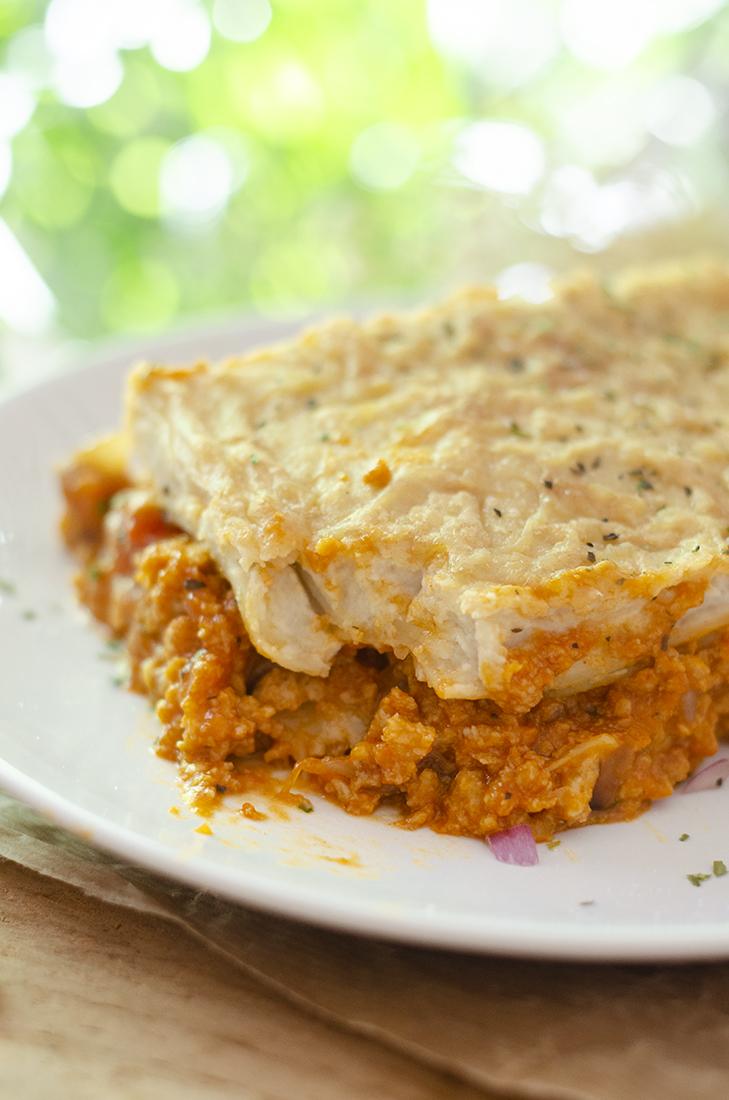 Lasaña vegetariana con boloñesa y champiñones. Recetas vegetarianas fáciles. Veganismo.