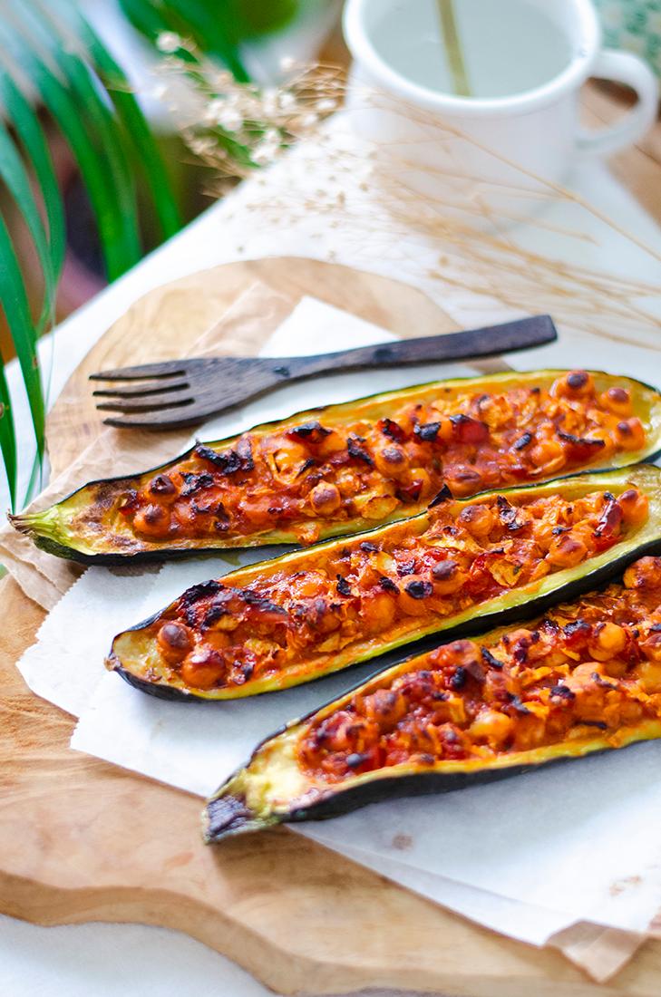 Calabacines rellenos de garbanzos, una receta vegetariana fácil para principiantes