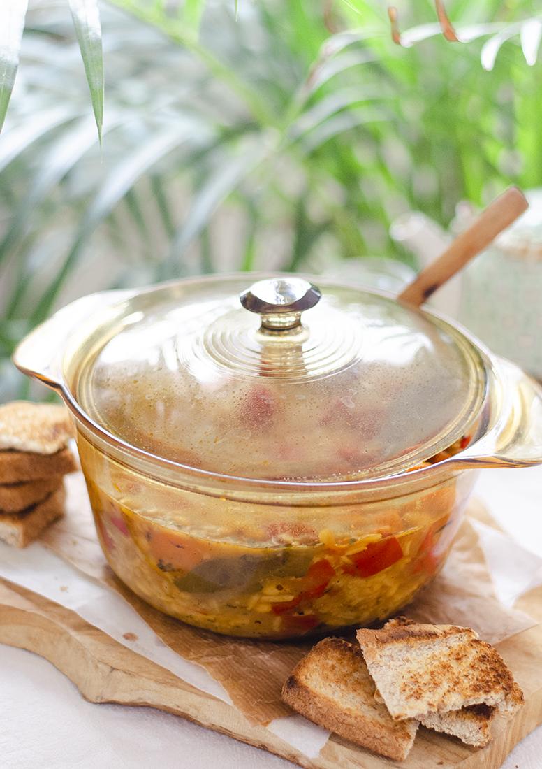Cocido de alubias con arroz, sin carne, en la olla de Cristal de CONASI. Recetas vegetarianas, veganas.