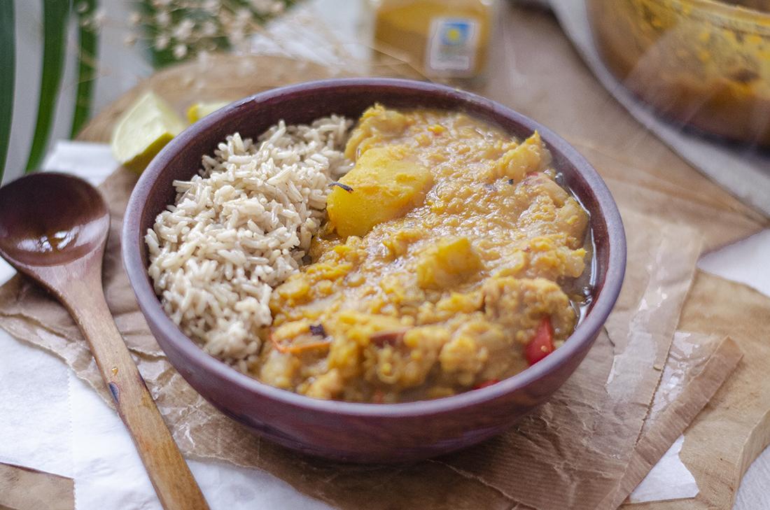 Curry Vegetariano De Lentejas Rojas Y Berenjena Con Arroz Basmati
