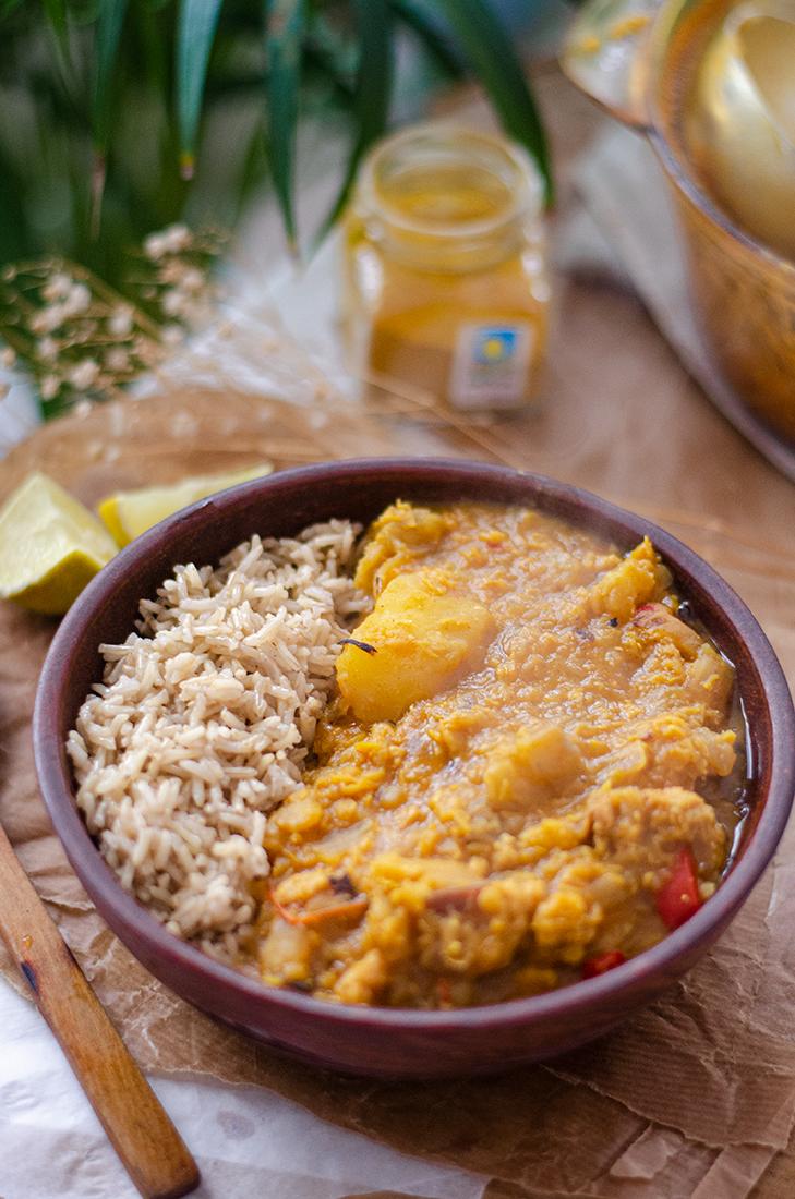 Receta: Curry vegetariano de lentejas rojas con arroz basmati.