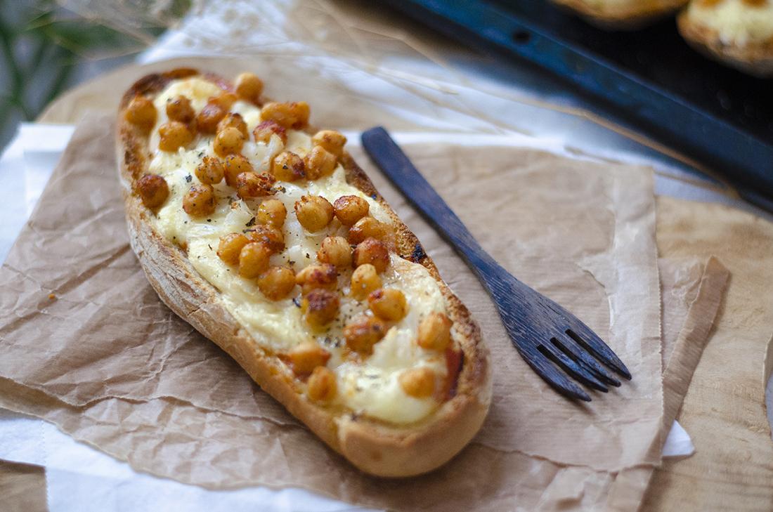 Recetas vegetarianas y veganas: paninis veganos con queso de patata casero, fácil y saludable.