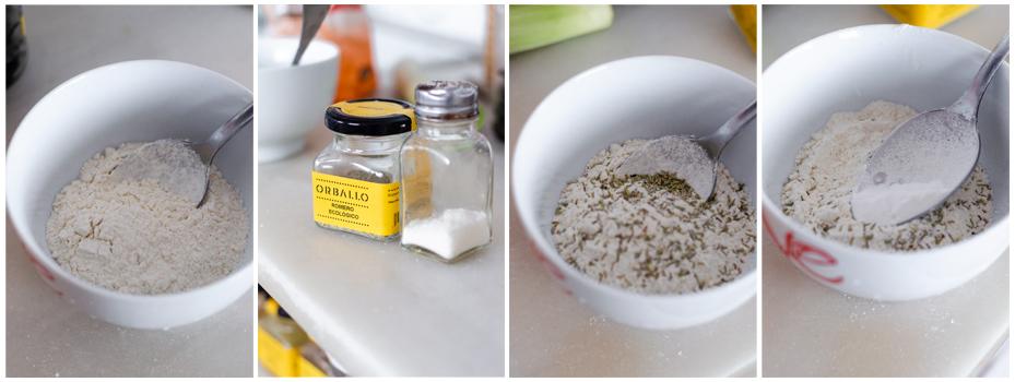 Mezclamos la harina, romero, sal y levadura para hacer las rosquilletas.