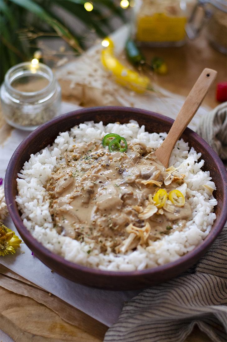 Arroz con salsa de setas y miso. Recetas veganas y vegetarianas fáciles.