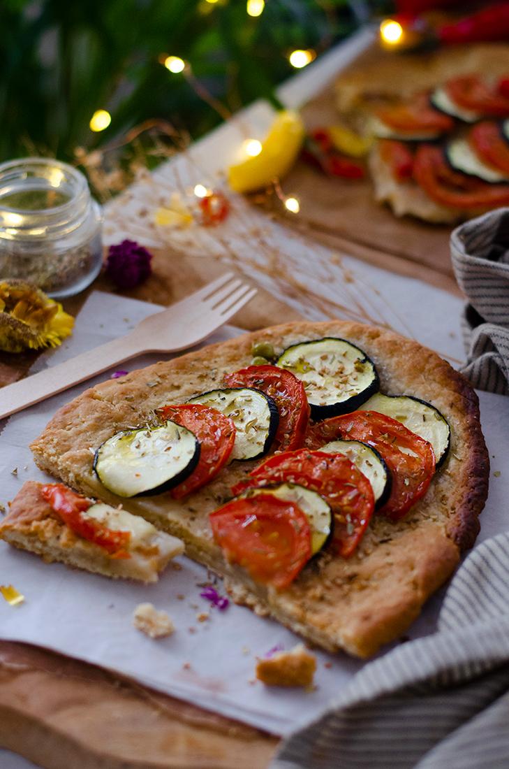 Receta fácil: coca de verduras con masa casera, sin huevo.