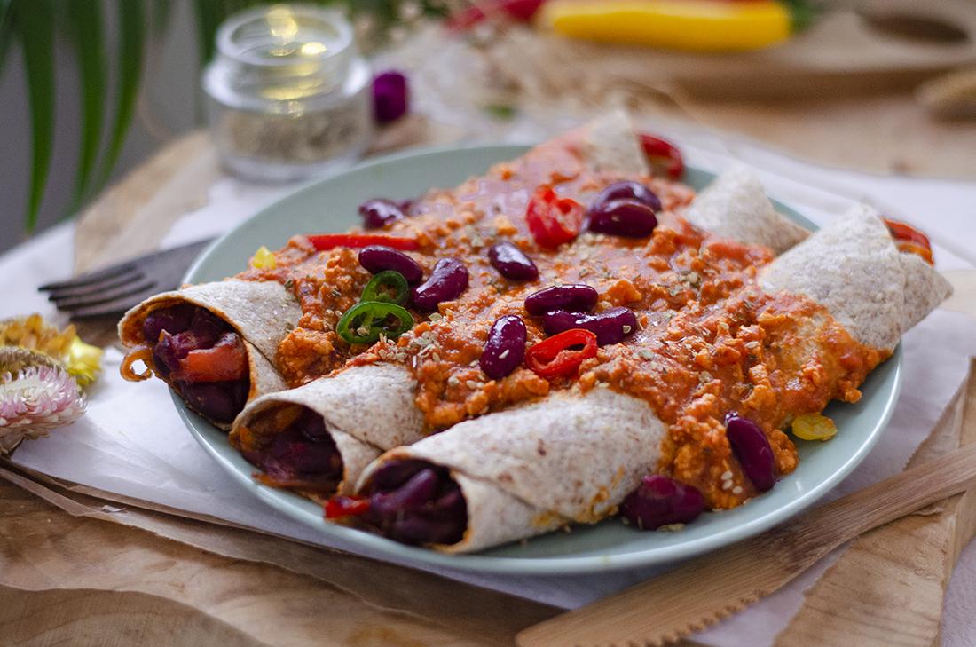 Receta sin carne: fajitas de alubias al horno cubiertas de salsa boloñesa. Vegetariano. Vegano.