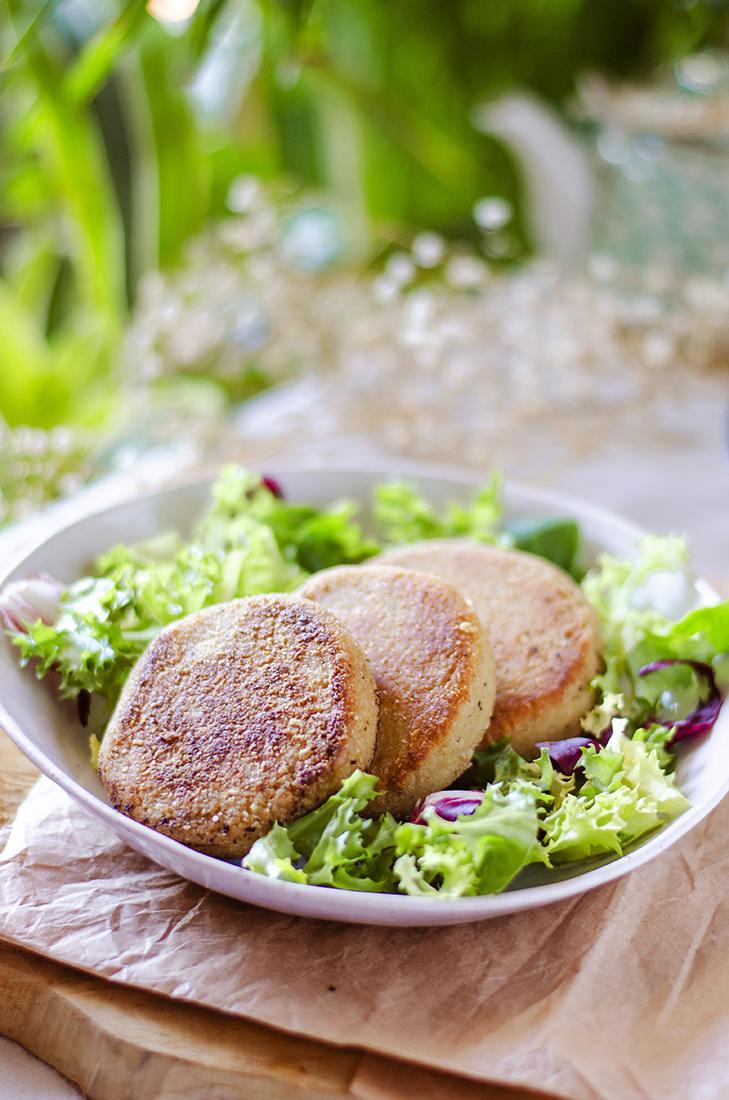 Medallones vegetarianos con garbanzo y avena: recetas vegetarianas fáciles. Veganismo.