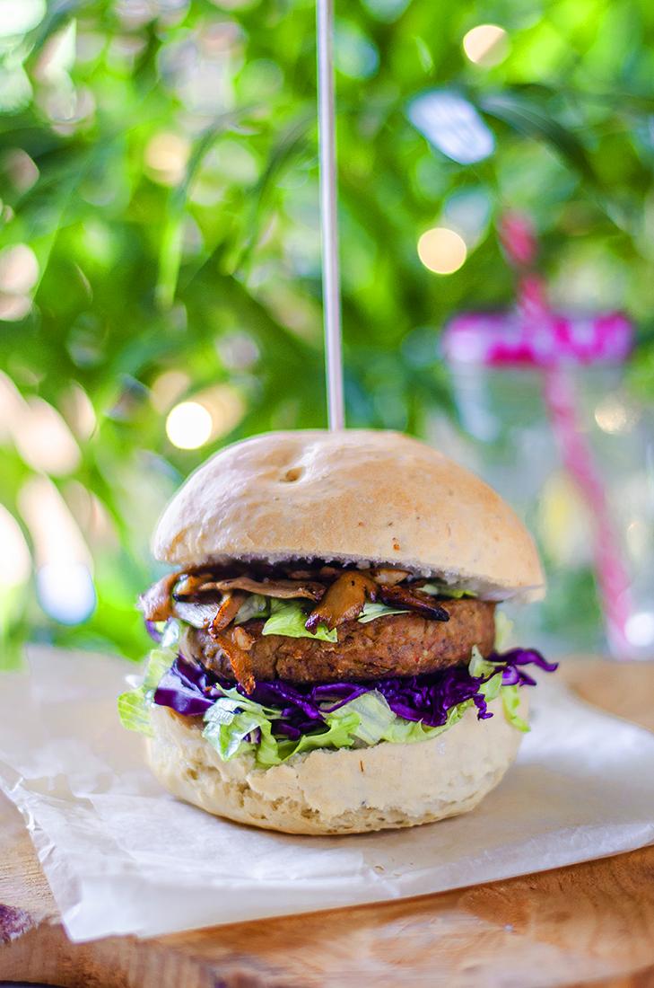 Hambuguesas de lentejas: recetas veganas caseras, sin carne. Veganismo.