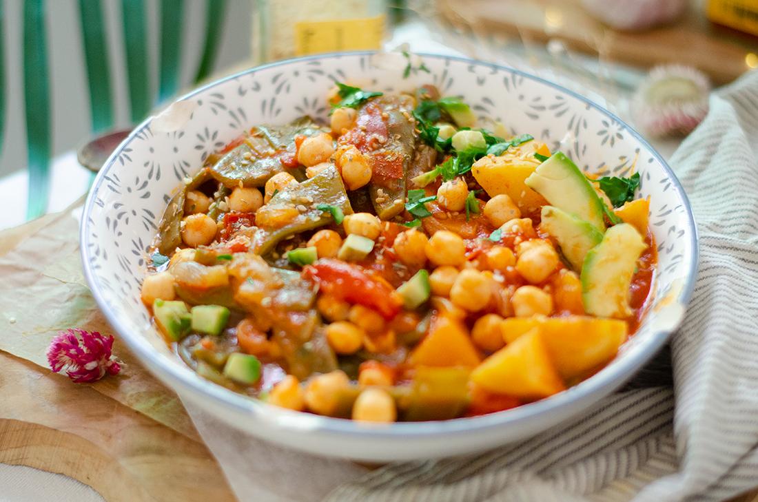 Judias con tomate y garbanzos. Una receta vegana fácil y saludable.