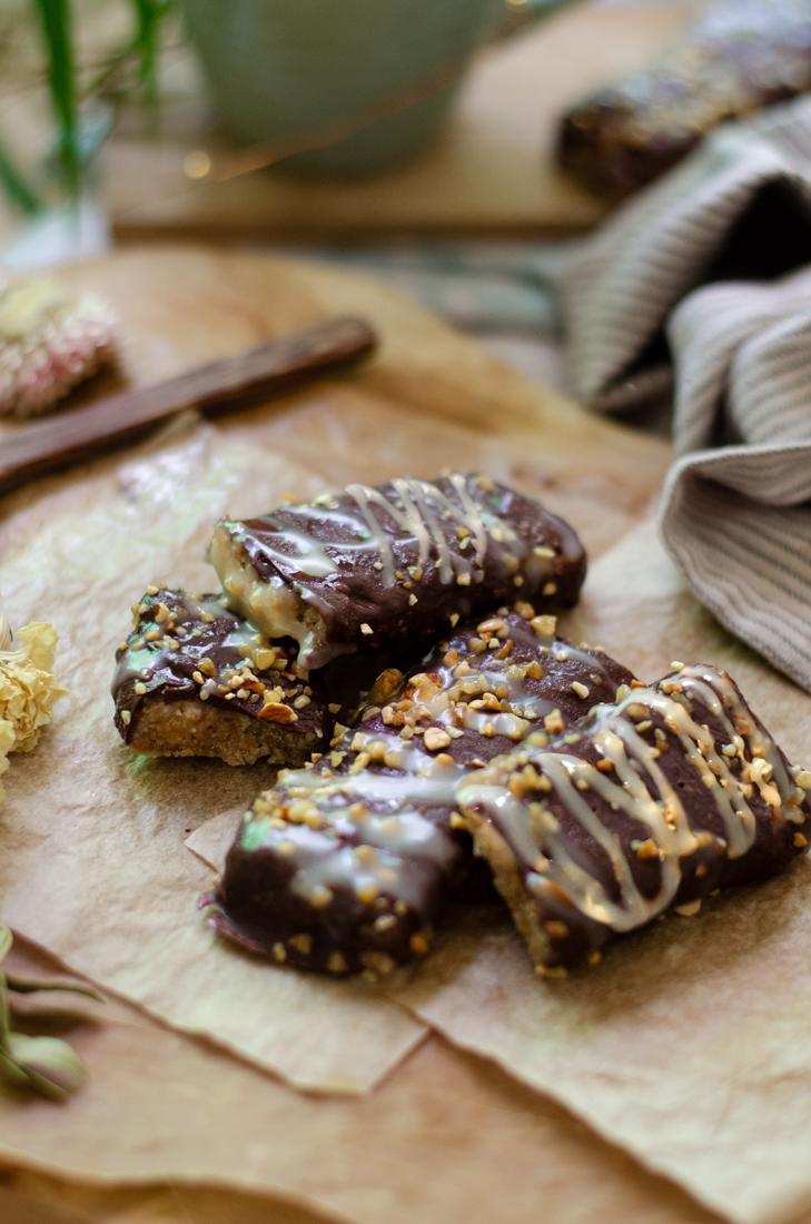 Recetas veganas: barritas de leche condensada con chocolate y almendras crocanti. Casero.