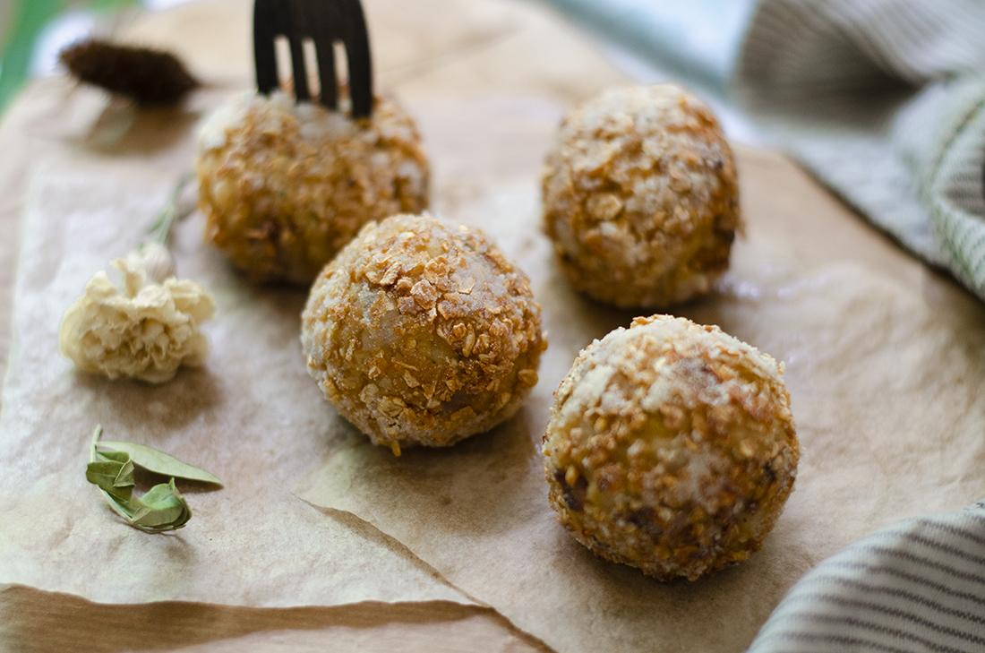 Recetas vegetarianas fáciles: croquetas de garbanzo proteicas. Veganismo. Saludable.
