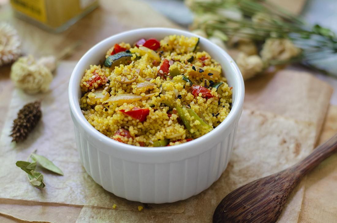 Cuscús con verduras al curry, una receta sin carne fácil. Vegetariano. Vegano.