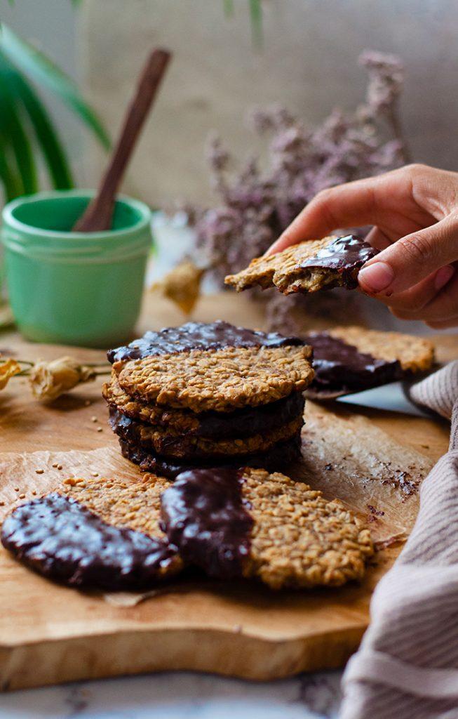 Galletas de avena saludables con chocolate, recetas fáciles. Vegano.