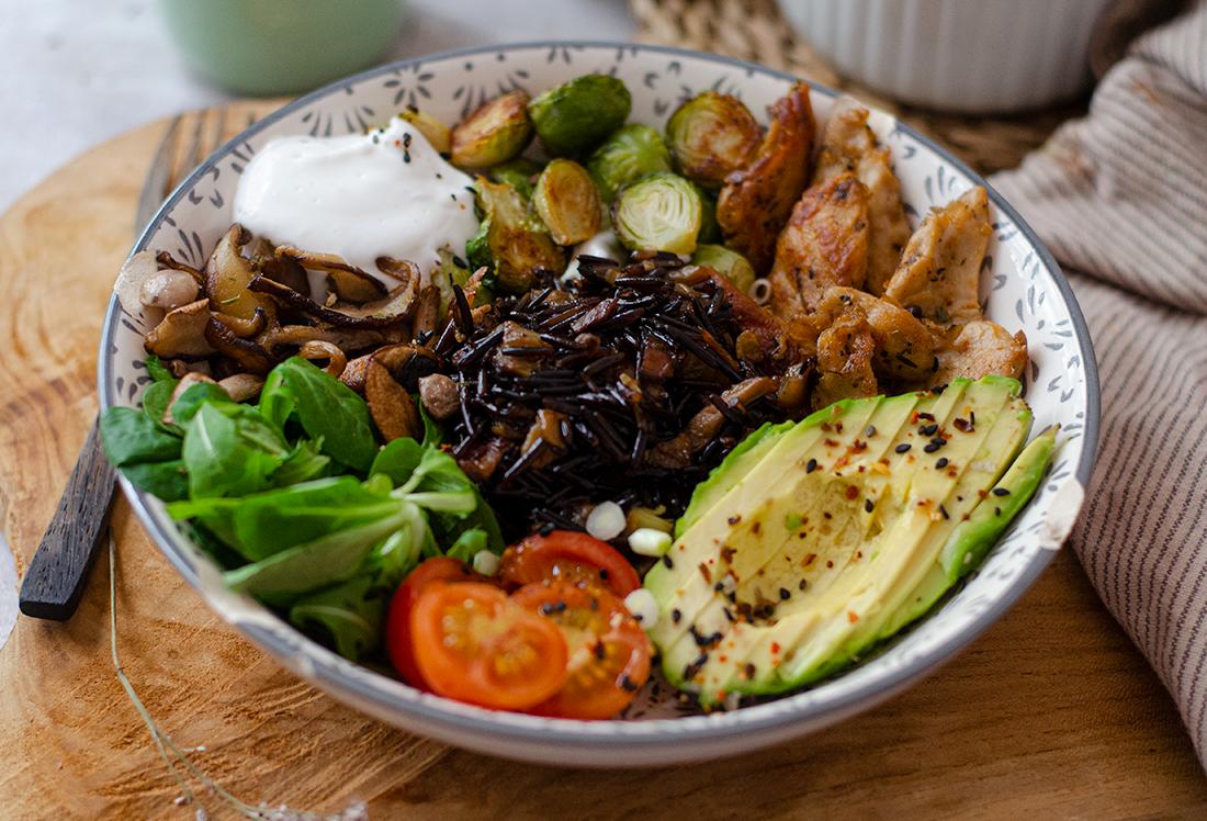 Arroz negro con verduras y ajo aceite vegano. Recetas veganas fáciles. Vegetariano. Sin carne.