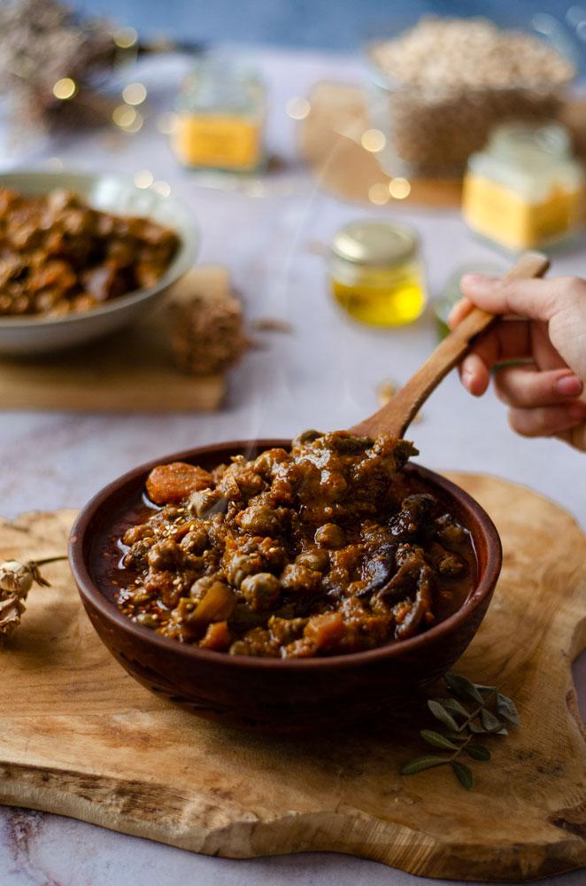 Cocido de garbanzos con verduras hecho en olla lenta - crockpot. Vegano.