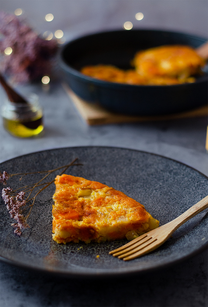 Tortilla vegana de boniato y patata, sin huevo.