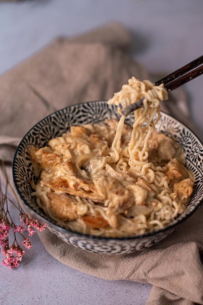 heura-noodles-salsa-queso-vegano-recetas-faciles